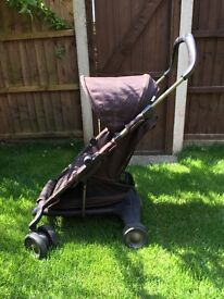 Nuna (Mamas and Papas) lightweight, compact pushchair / travel system. Great for holidays