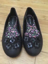 Black shoes size 3