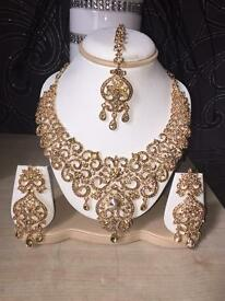 Gold necklace necklace with tikki