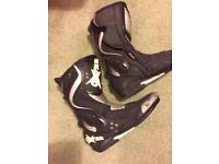 Motorbike boots and gloves