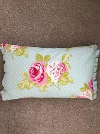 Flowery cushion