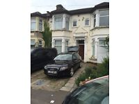 **** ONE BED F/F FLAT **** TO LET (ILFORD) ****