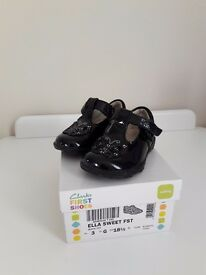 Clarks girls black patent shoes 3g