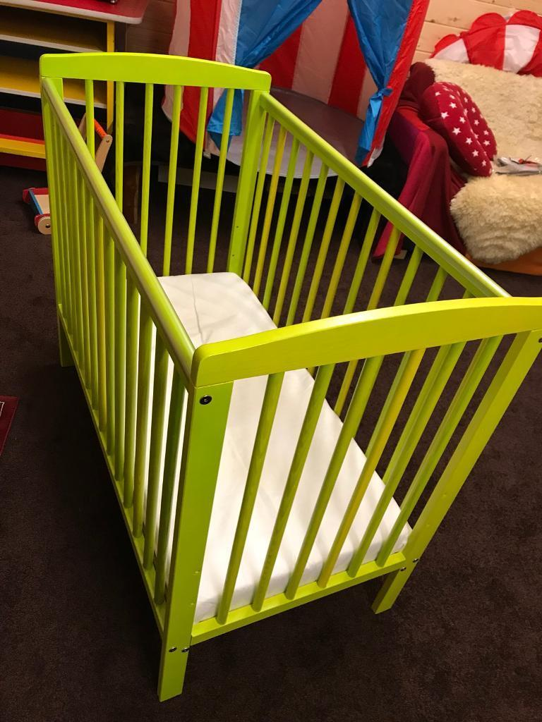 Kinder valley compact cot lime green