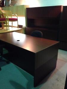 Nous RÉCUPÉRONS vos meubles de bureau GRATUITEMENT
