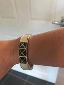 Metal bracelet with gold, cream and black detail