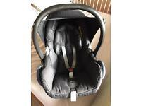 Maxi cosi black car seat in ex condition