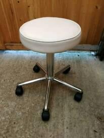 Salon height adjustable swivel stool