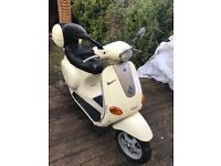 Vespa et2 50 in white with topbox