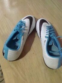 Dunlop Nikeskin Hypervenom x Trainers Size 7 Eur 41