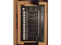 ROLAND TR-8 RHYTHM PERFORMER WITH 7X7 EXPANSION PACK