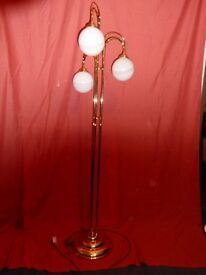 Free standing Floor lamp with 3 globes