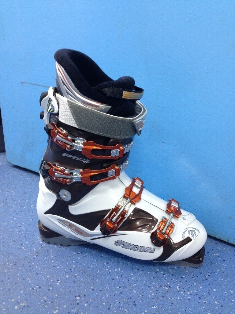 Ski boots barely used