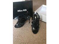 MISS KG size 7
