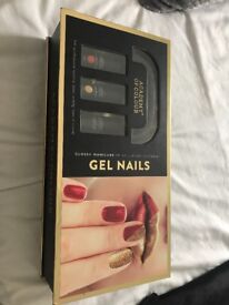 Gel Nail Set - Comes with a base & top coat, nail cleanser & remover, lamp & 2 nail polishes & more