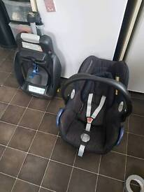 Maxi cosi cabriofix car seat and isofix base
