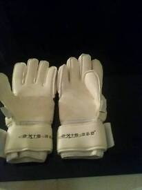 3x pairs of sells goalkeeper gloves size 7