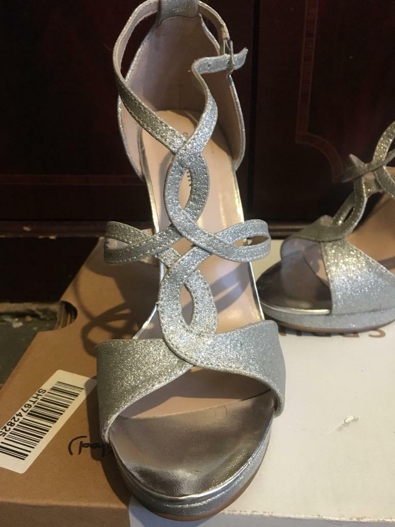 ed8a91d8dcd0 3 images Size 4 high heels New Milton
