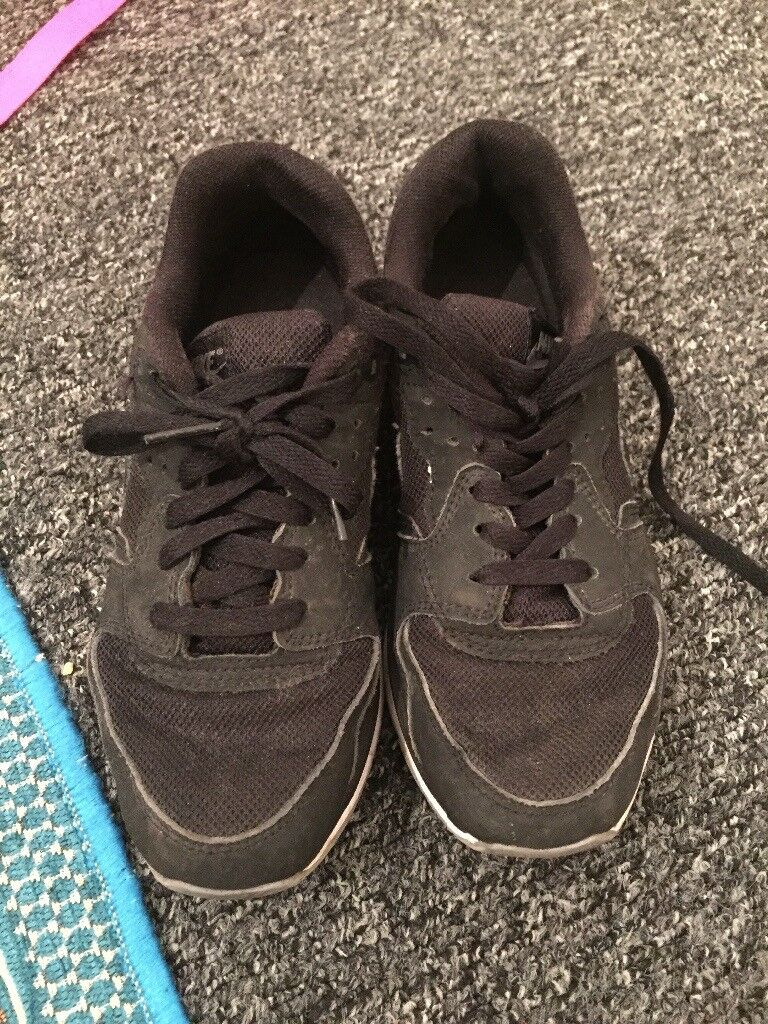 Nike trainers adult junior size 5