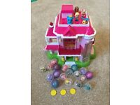 Squinkies Dream House Dispenser with lots of squinkies and coins.