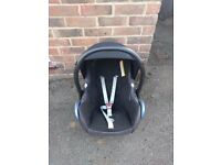 *REDUCED PRICE* Maxi Cosi EasyFix base & Cabriofix car seat Group 0+ (black)