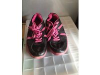 Donnay trainers. Size 7.