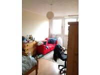 Bright Double Room +Private Balcony *Sbhoreditch / Bethnal Green (ZONE 2/ CENTRAL LINE). Bills Incl