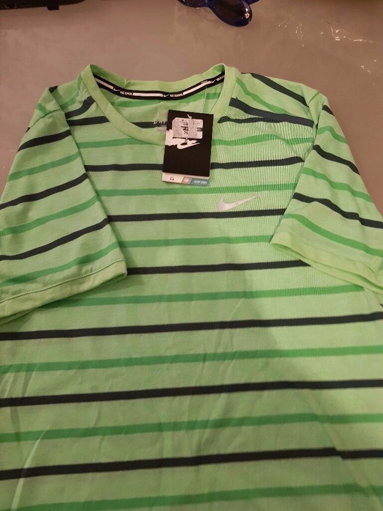 Mens Brand New Nike T Shirt - REDUCED