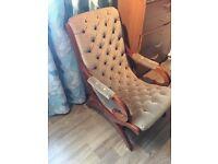Vintage looking comfy arm chair
