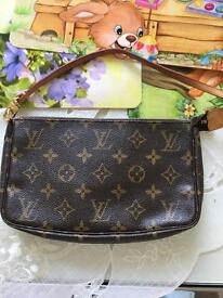 Louis Vuitton pochette