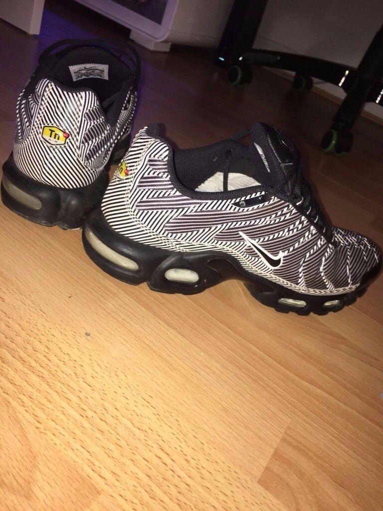 NIKE TN's LIMITED EDITION SIZE 9