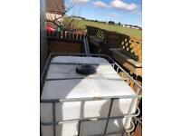 1,000 litre water tank