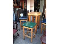 Posuer table 3 stools