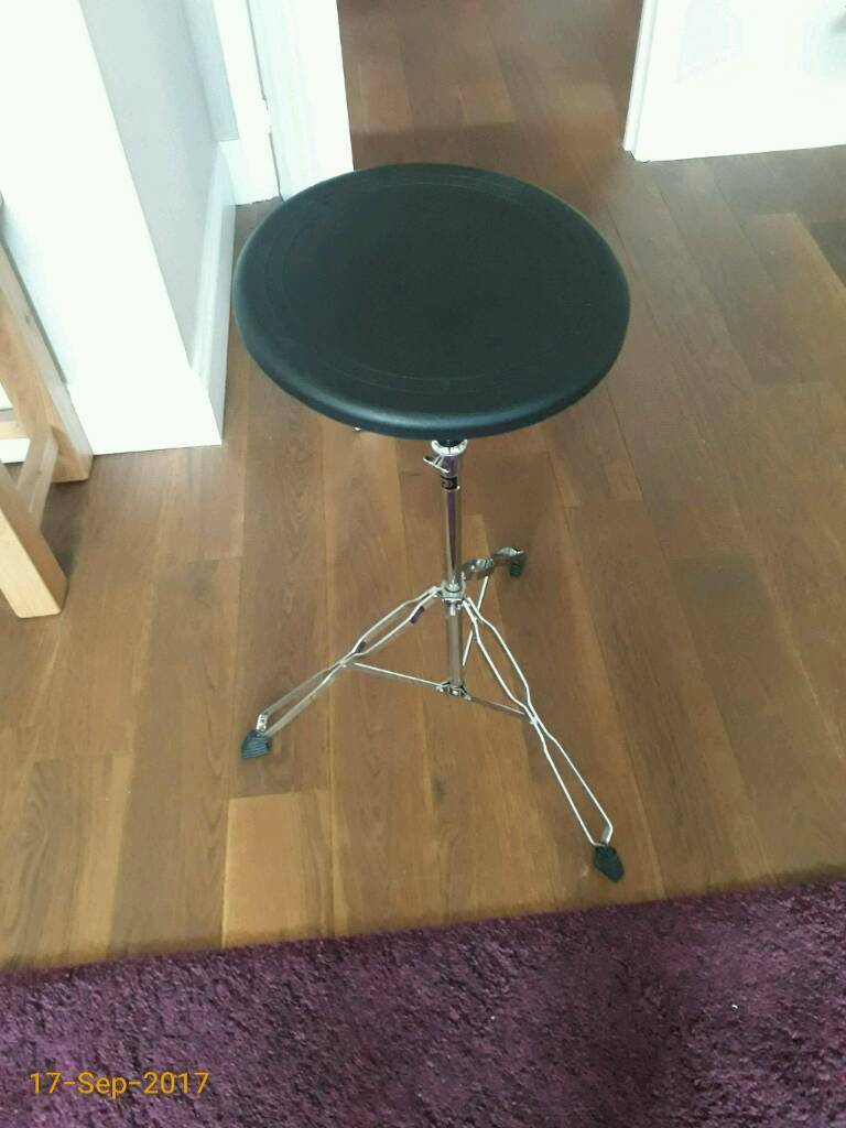 Billy Hyde Natural Rebound practice pad with tripod stand