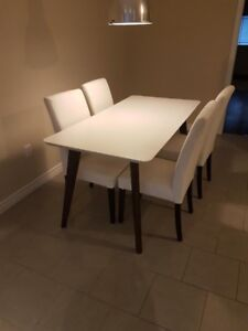 LIKE NEW STRUCTUBE DINING TABLE
