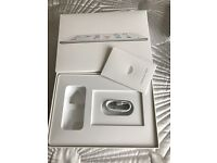 iPad Air 32GB box, booklet and cable