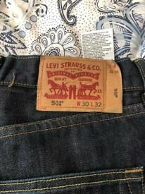 Men's 2 pairs of Levi's 1 pair holister jeans 30 pound the lot