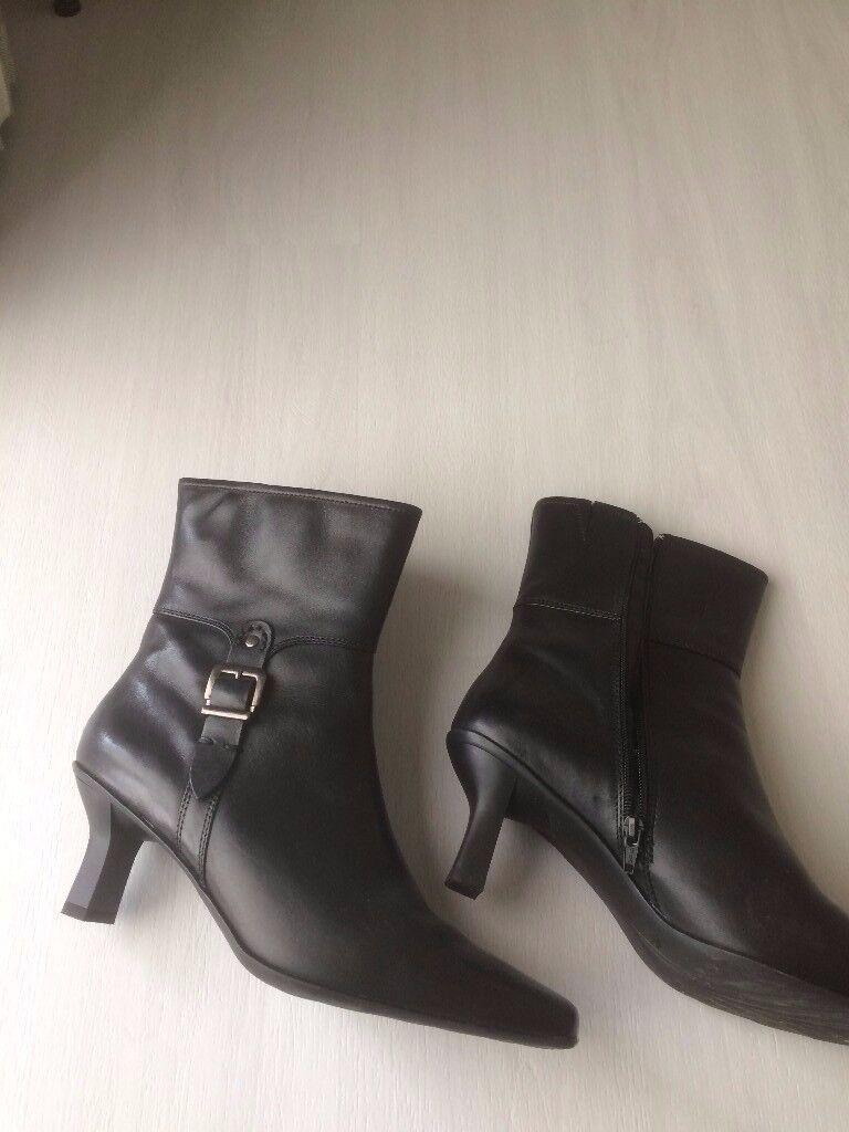 Boots- Black Leather Carvelle Flex Size 7- Brand New