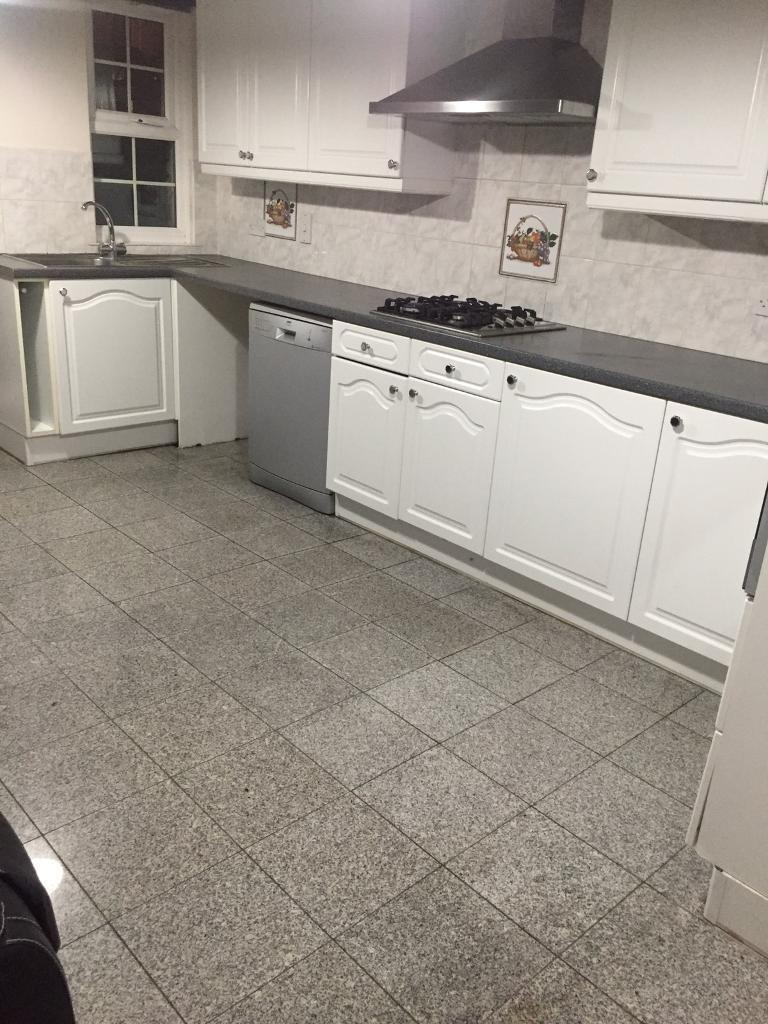 Lambeth 4 bedroom with combined kitchen/lounge