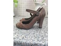 Ladies size 5 high heels