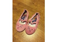 Brand New Bratz slippers size 12 (31)