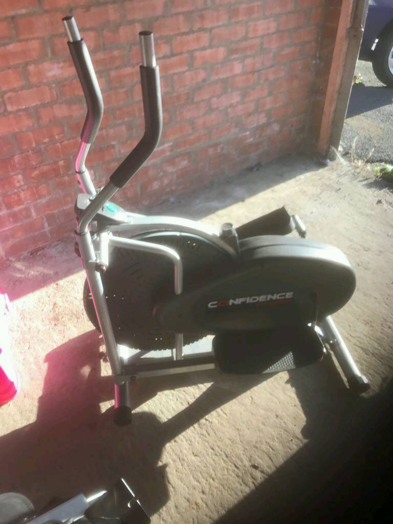 Cross trainer and rowing machinein Lurgan, County ArmaghGumtree - Cross trainer and rowing machine for sale in vgc . Rowing machine folds up. Can sell separately