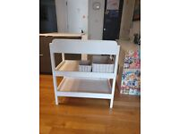 Solid changing table