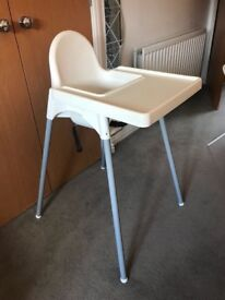 Baby high chair in perfect working condition and working seat belt !