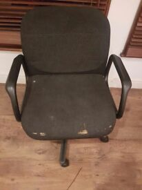 Free swivel office chair