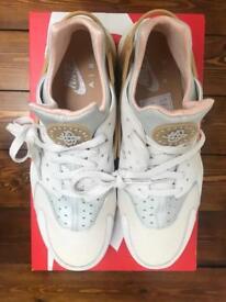 Nike Air Huarache Run SE (UK 11)