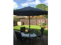 Lovely garden table and 6 chairs