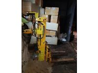 Tractor mounted forklift