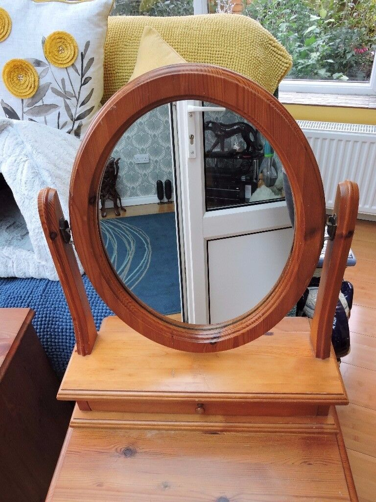 PINE PIVOT HINGED DRESSING TABLE MIRROR WITH DRAWER. £15 ONO
