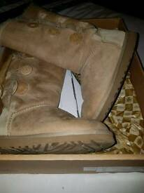 Genuine Bailey Button Ugg boots size 5.5